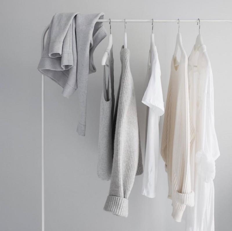 media/image/minimalistischer-kleiderschrank.jpg